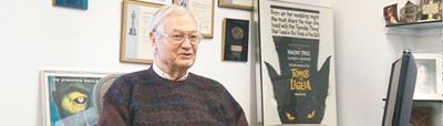 Roger Corman: doesn't really look like a man that could define Hollywood, b-moves and bring exploitation cinema, nudity, blood and controversy to the screens!